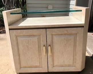 Henredon Solid Heavy end table or night stand