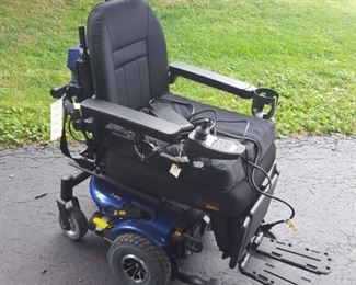 Quantum Q J6 Electric Wheelchair w/ Tru-Balance Tilt and much more - Like New