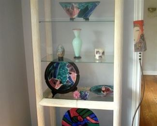 Reeded wood open display curio with glass shelves, art pottery & Don Drumm studios art glass vase.