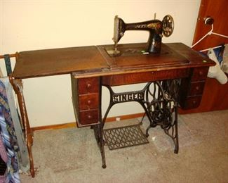 1924 Singer Treadle Sewing Machine