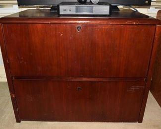 11. Den 2 drawer file cabinet