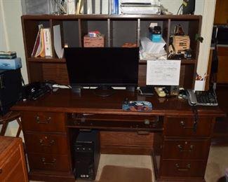 18. Den Desk