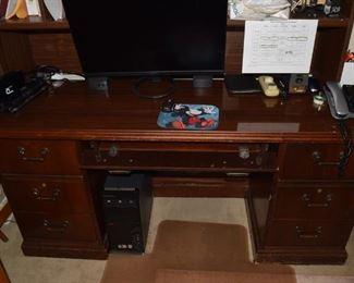 19. Den Desk