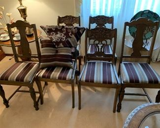 6 Dining chairs with pillow and runner