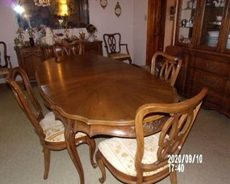 1960'S FRENCH PROVINCIAL DINNING ROOM TABLE AND 6 CHAIRS