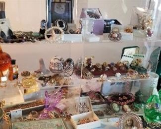 So much beautiful  jewelry and other items!!!