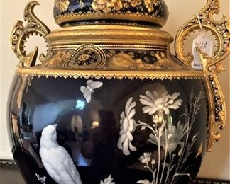 Oh, my goodness! Gorgeous urn