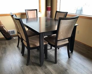 Dining table w/5 chairs