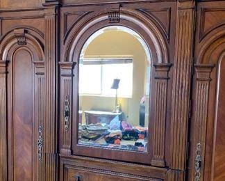 Pulaski Furniture Antiques Roadshow Huge Stand Alone Wardrobe Cabinet/Dresser Armoire84x68x23inHxWxD