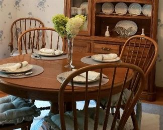 Oak hutch, pedestal table, leaves, four side chairs & two host's chairs