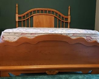 Queen bed complete has solid hardwood headboard & footboard