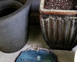 "Large pots & welcome ""stone"""