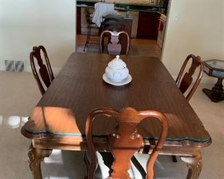 Dining Room set with 2 leafs