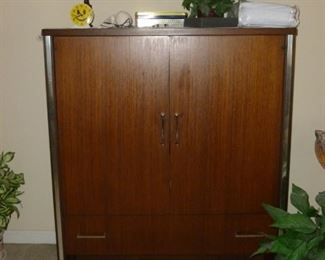 Mid-Century Gentleman's Chest by Broyhill