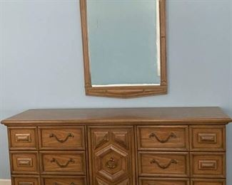 thomasville Furniture Maderia Collection Dresser with Mirror