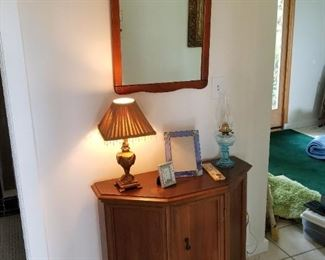 SMALL WALL CABINET, MIRRORS, LAMPS