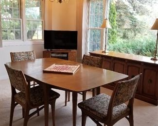 DREXEL PROFILE DROP LEAF, 4 LEAVES, MCM DINING ROOM SET WITH 4 CHAIRS