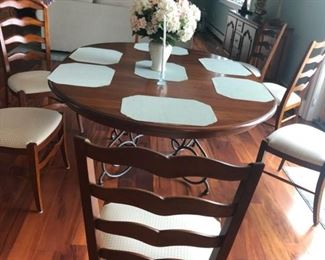 EATHEN ALLEN TABLE  AND  6 CHAIRS