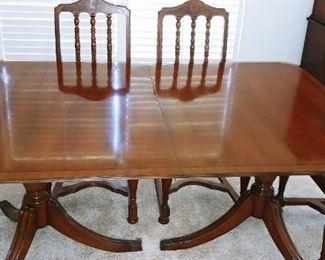 Henredon Heritage Dinning Table