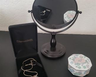 Sterling silver necklace with mirror and jewelry box