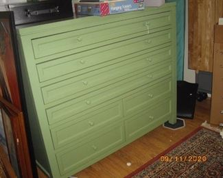 This is the bottom of the artist's cabinet.  It's in like new condition.  See the top in another picture.