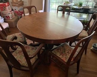 gorgeous oak pedestal table with 6 nice chairs and 3 leaves