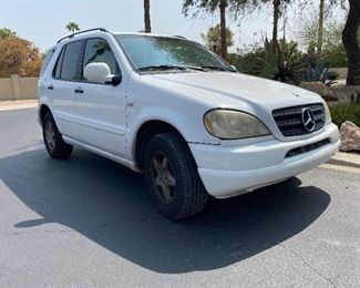 2000 Mercedes-Benz M-Class ML320 SUV (awaiting new title approx 1-2 week delay)