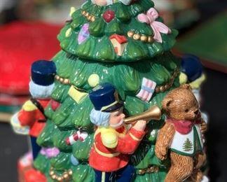 Spode Christmas Tree Cookie Jar12in H x 9in Diameter