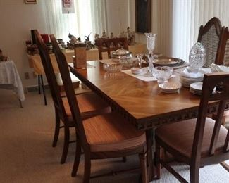 Beautiful Dining Room Table & Chairs
