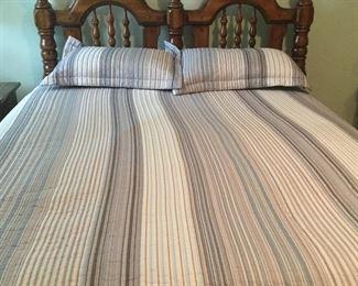 Full or queen bed