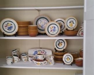 An extensive collection of Stangl pottery tableware.