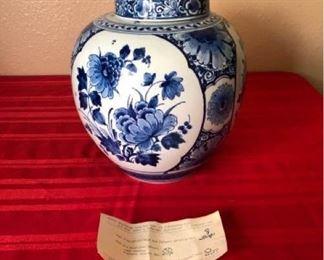 Delft Covered vase