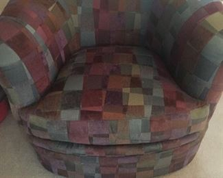 Comfy Swivel Barrel Chair