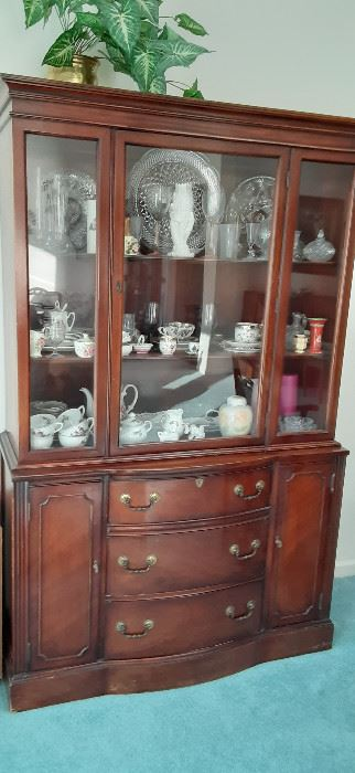 Beautiful display/china cabinet with lots of storage.