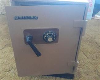 Meilink Safe with combo & keys