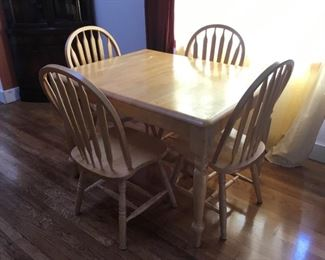 Dining Table with 1 Leaf and 4 Chairs.