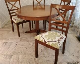 American Signature Dining Table Chairs