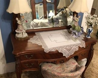 ANTIQUE FRENCH CURVED VANITY TABLE w/SALON CHAIR