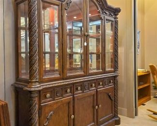 Matching hutch to formal dining set.  Sold separately.