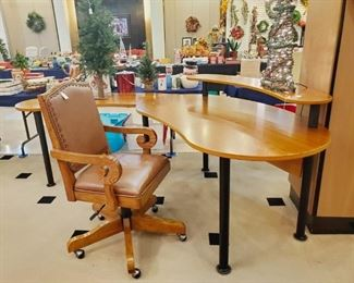 Very unique (and nice) desk and chair!