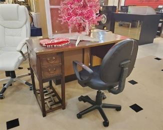 Nieman Marcus desk - retailed for over $2,000.  Receipt in drawer!