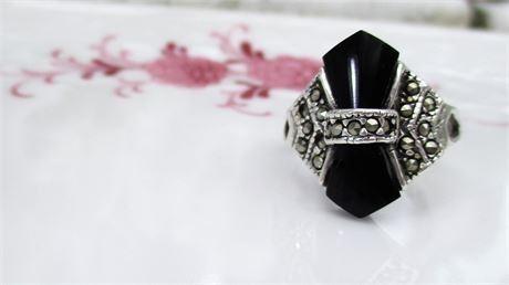 Lot 009 925 Sterling Silver Art Deco-Style Ring Jet Black Stone & Hematite Sz 7.25