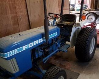 1986 Ford  vintage tractor.  4 wheel drive, model 1710.        Al31 model H843 engine