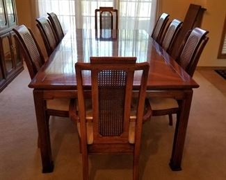 Thomasville table, two leaves and 8 chairs (30 x 108 x 45 leaves included)
