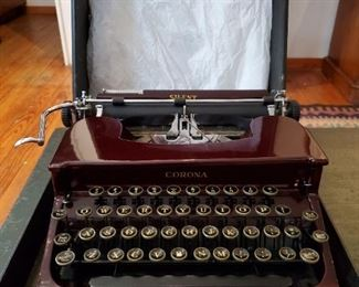 REALLY COOL!  Vintage Maroon Color CORONA Typewriter