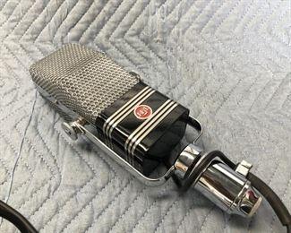 AEA A440 active ribbon mic NOS