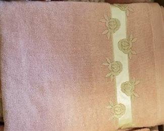 Saks Fifth Avenue Towel Set