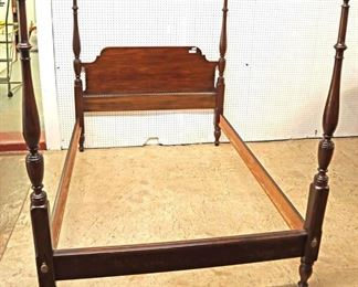 Lot: 500 - Henkel Harris Furniture SOLID mahogany full size 4  Henkel Harris Furniture SOLID mahogany full size 4 poster bed with rails