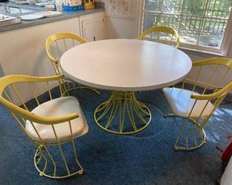 Great wire mid century table and chairs
