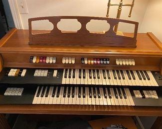 Conn electric organ